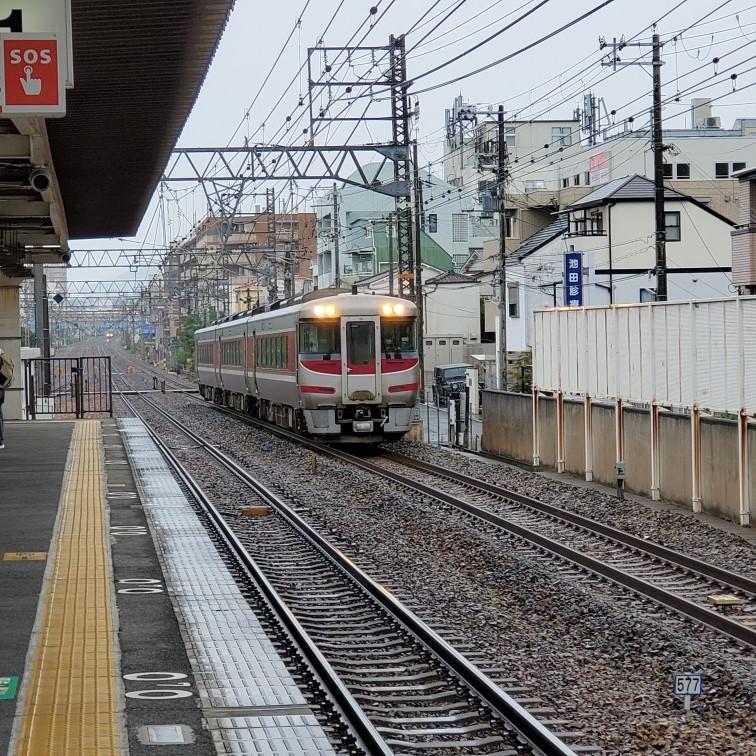 【上を向いて歩こう】じっくりと特急電車を見られました